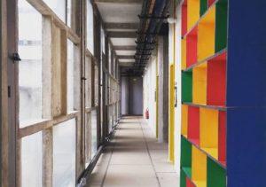 Détail d'un couloir du couvent de la Tourette